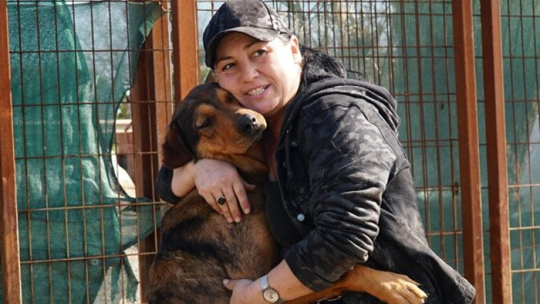İngilizce Öğretmenliğini Bırakıp, 400 Felçli ve Engelli Köpeğe Annelik Yapan Kadın: Reyhan Avcı Karagözler
