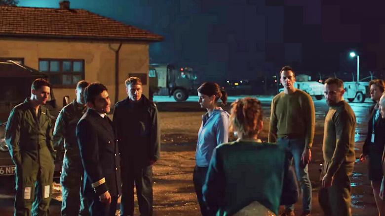 """Başrolde Bir Türk! Yeni Netflix Dizi Tavsiyesi: """"Into the Night"""""""