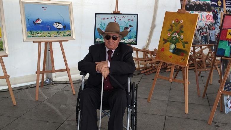 Doğuştan Görme Engelli Olup, Renkleri ve Doğayı Hiç Görmeden Müthiş Resimler Yapan Türk Ressam: Eşref Armağan